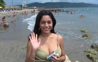 A beautiful single Barranquilla woman by the sea